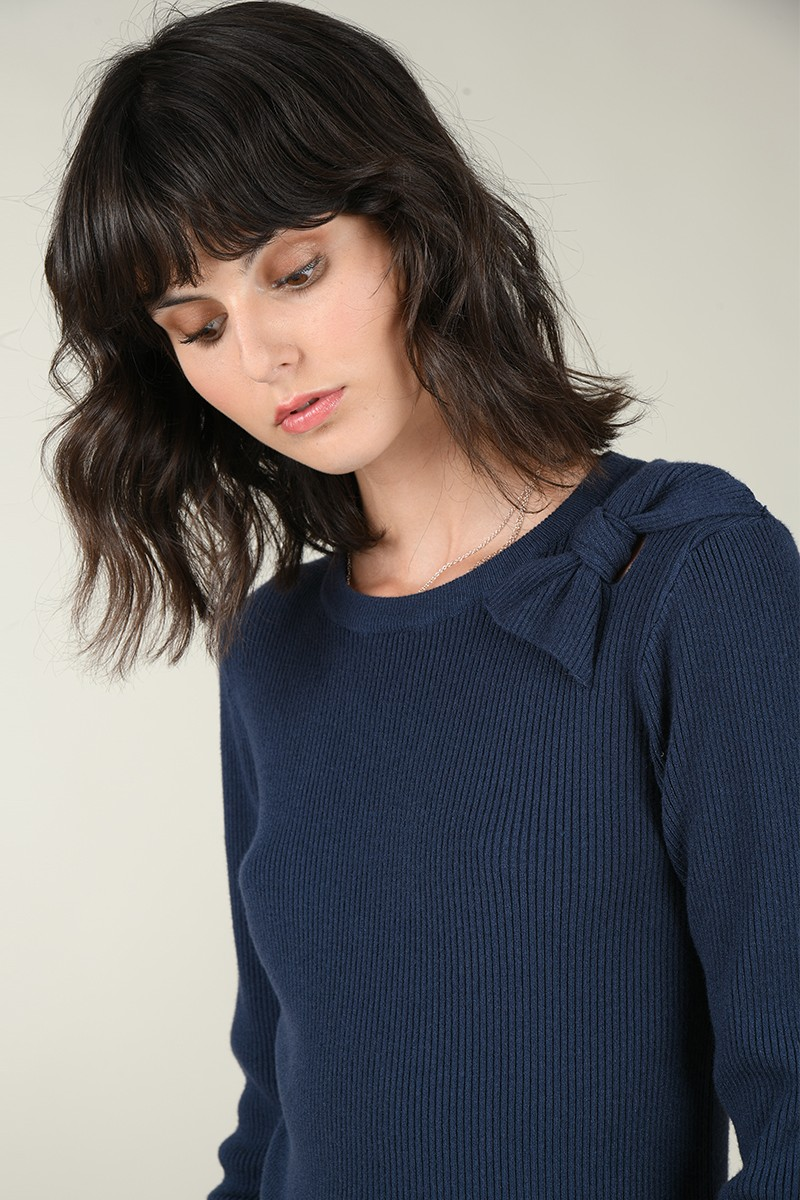 Shoulder bow jumper