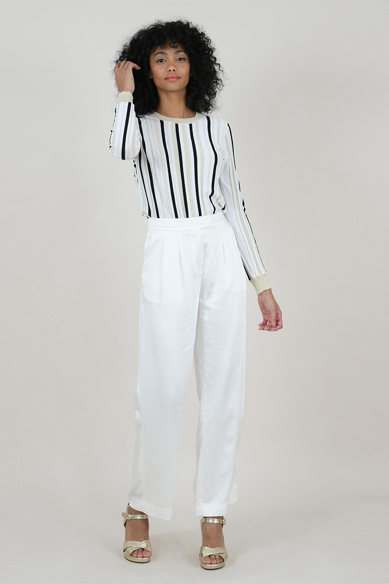 Large trousers with clips