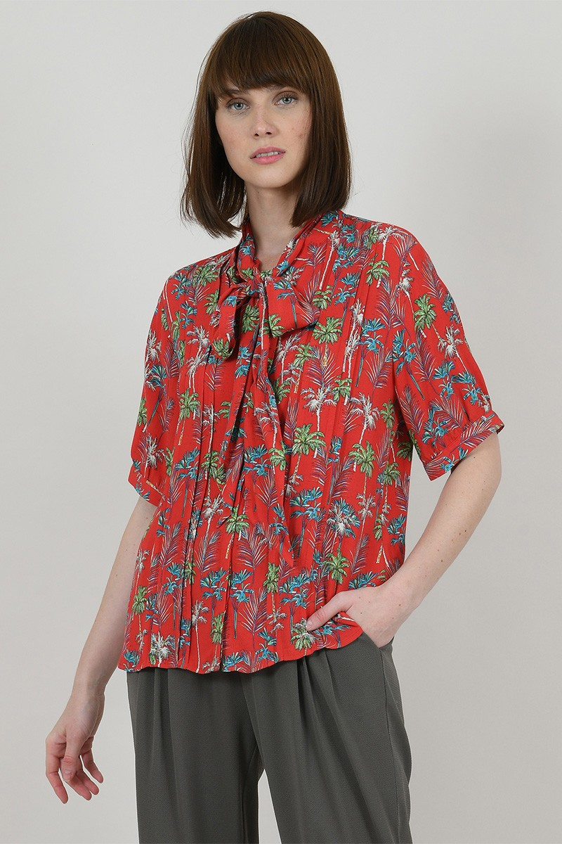 Shirt printed with ascot tie