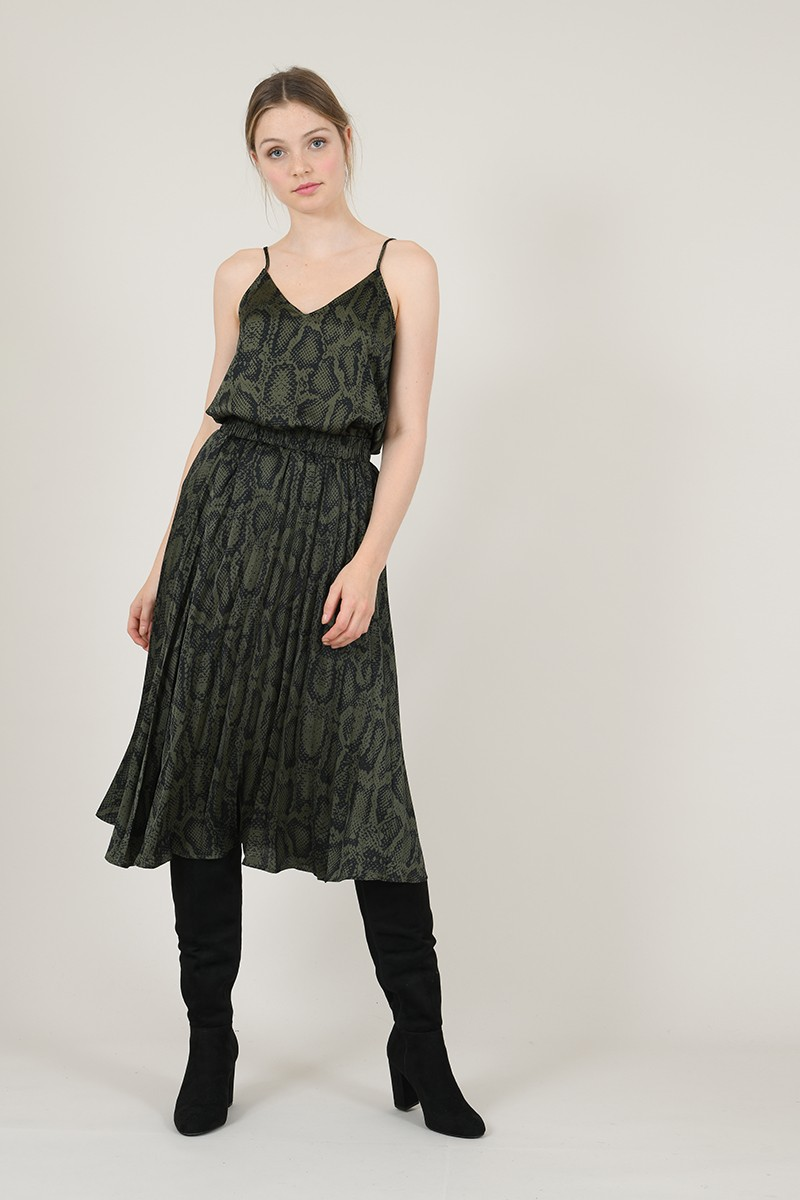 Pleated skirt with animal print