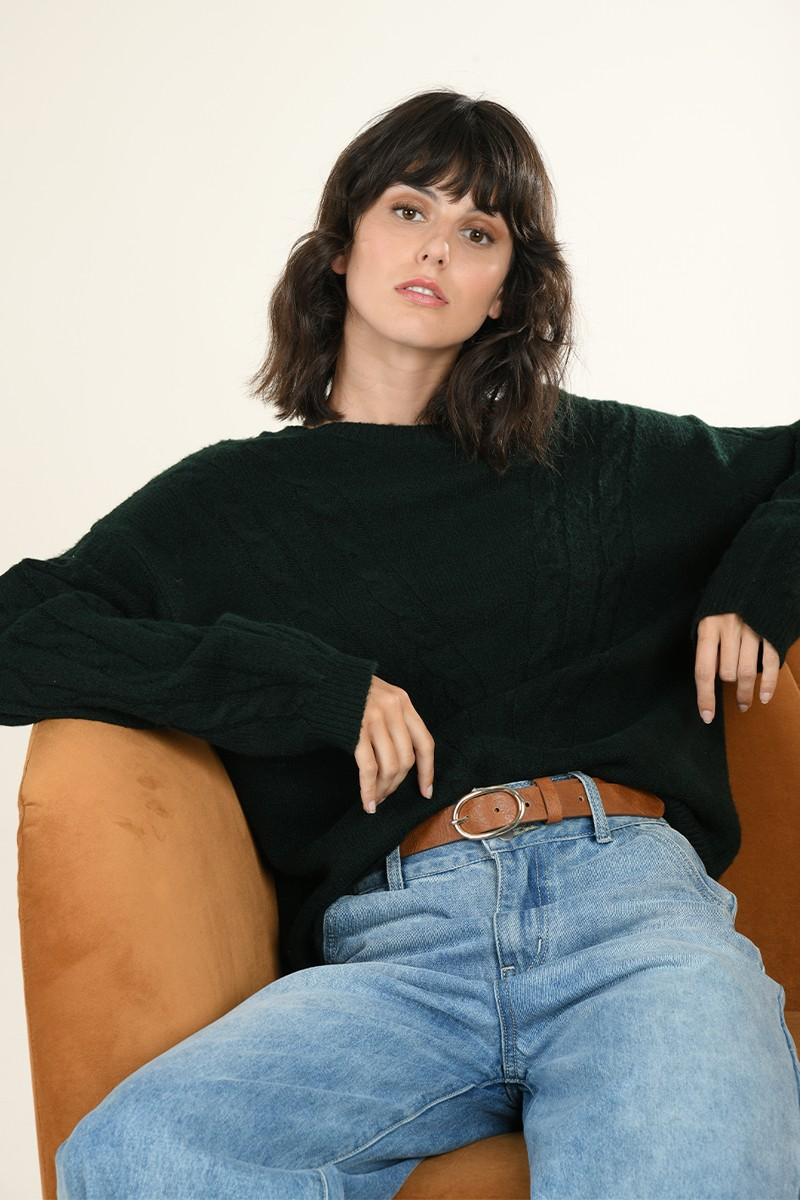 Loose cable-knit jumper