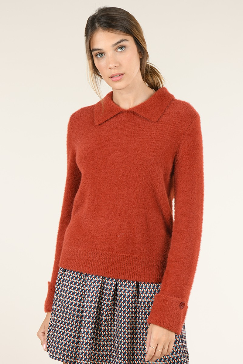 Point collar jumper