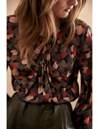 Twisted collar  blouse